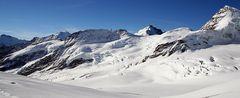 Große Berge im Jungfrau-Aletschgebiet neben dem Dreigestirn, das zum UNESCO Welterbe gehört
