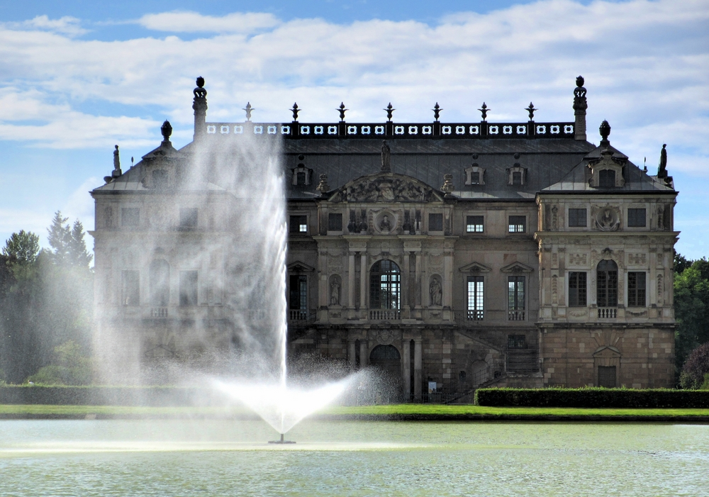 Große Fontäne vor Palais