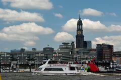 Große Hafenrundfahrt vor G+R und Michel