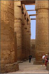 große säulenhalle