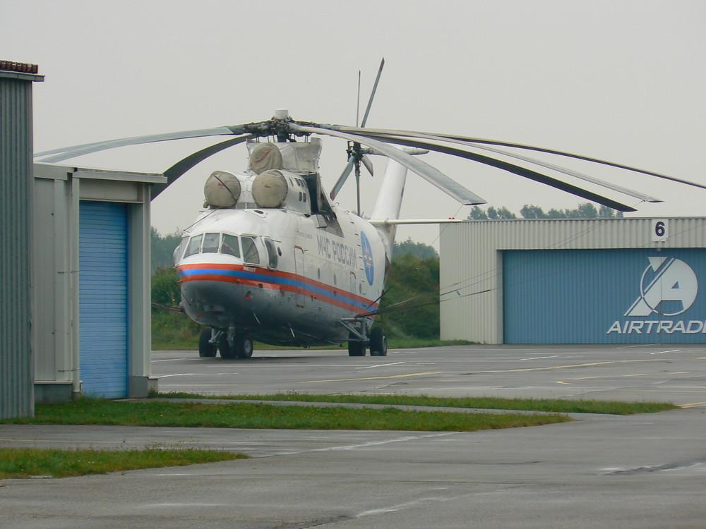 großer Hubschrauber in Eggenfelden