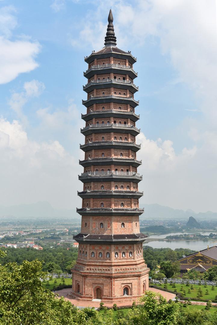 Großer Stupa am Bai Dinh Tempel 01