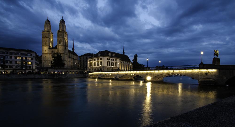 >> Grossmünster (CH) at night
