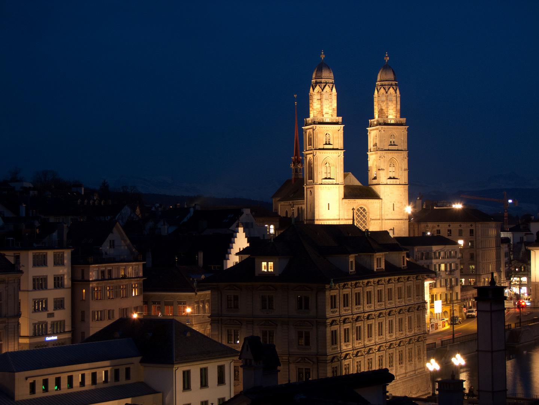 Grossmünster Zürich bei Nacht