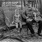 Großvater und Enkel.    ...120_2802