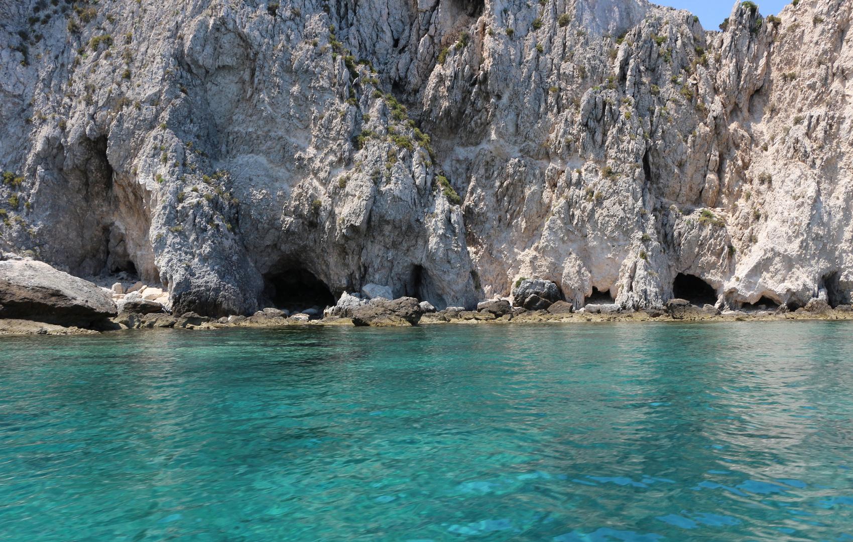 Grotte sull'isola