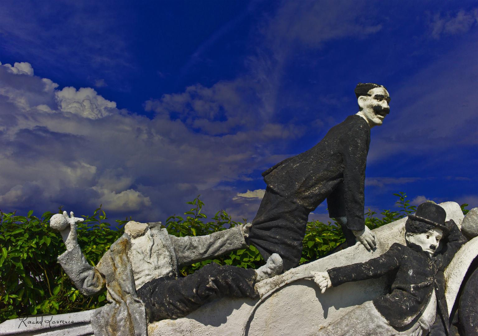 Groucho Marx et Charlot piégés sur l'autoroute du XXIe siècle