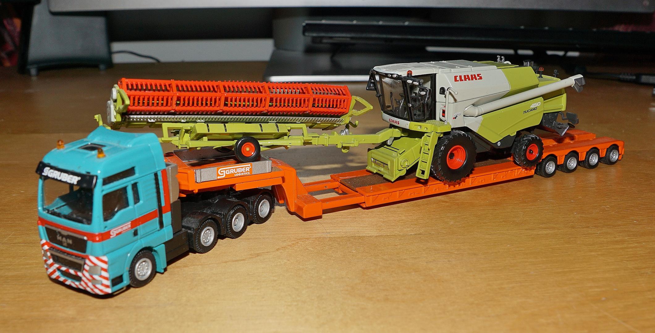 Gruber Logistics + CLAAS Tucano