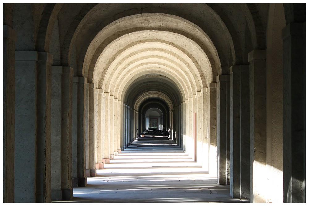 Gruftenhalle - Hauptfriedhof Frankfurt/M