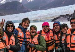 Grupo de expedición frente al Glaciar Grey