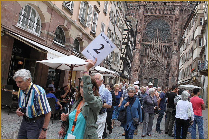Gruppe ZWEI vor der Kathedrale
