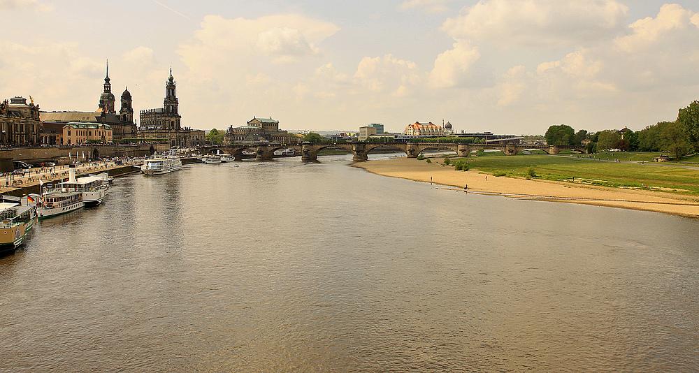 Gruß aus dem sonnigen und sommerlich warmen Dresden…