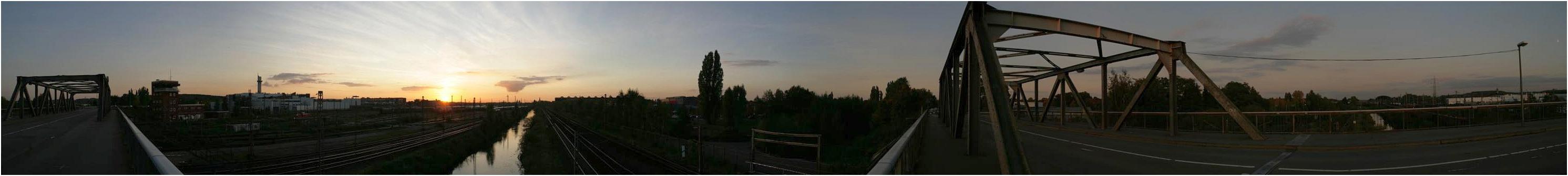 Güterbahnhof bei Sonnenuntergang
