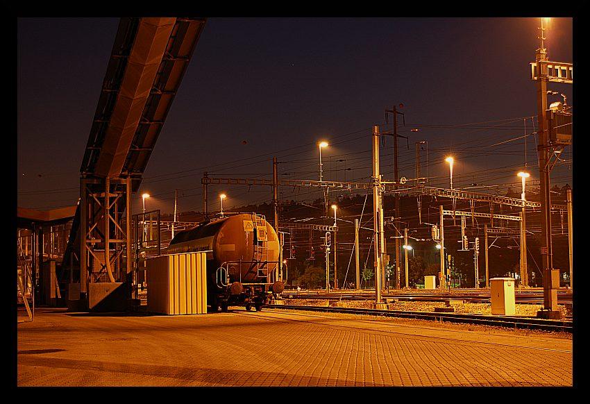 Güterwagen bei Nacht