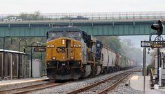 """Güterzug """"Devil Train"""" mit CSXT#666 an der Spitze pausiert in Brunswick,MD,USA"""