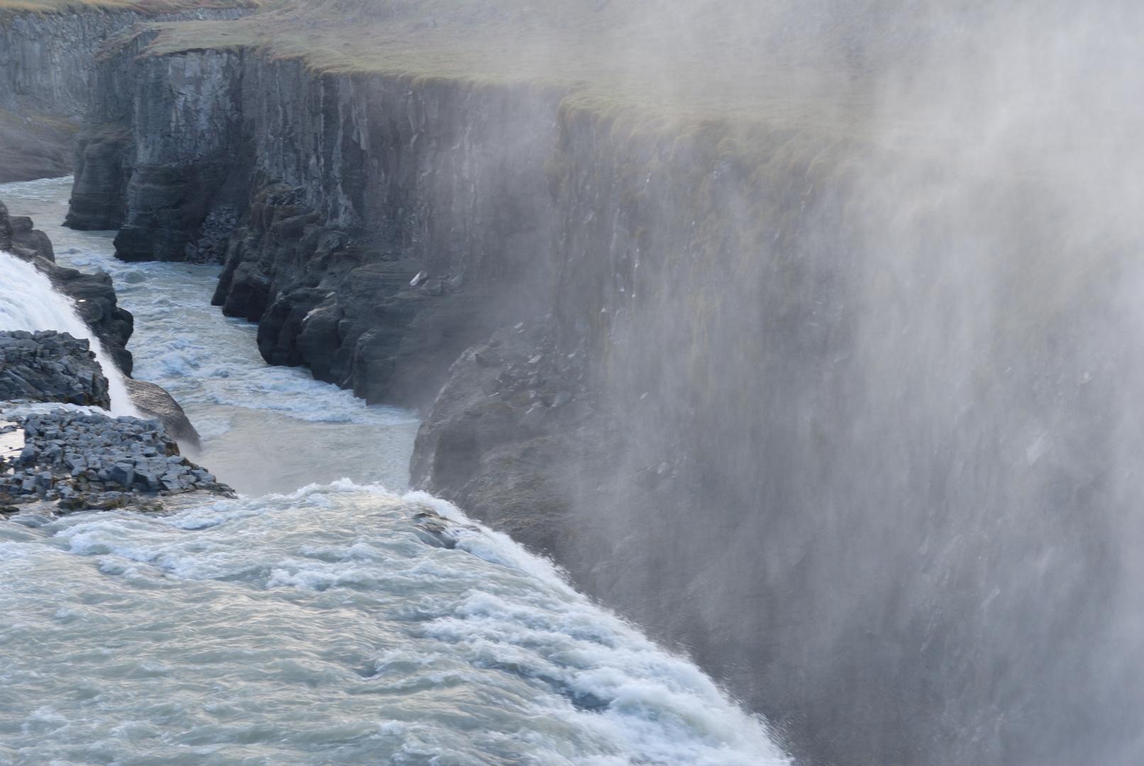 Gullfoss - Wassermassen und feines Sprühen