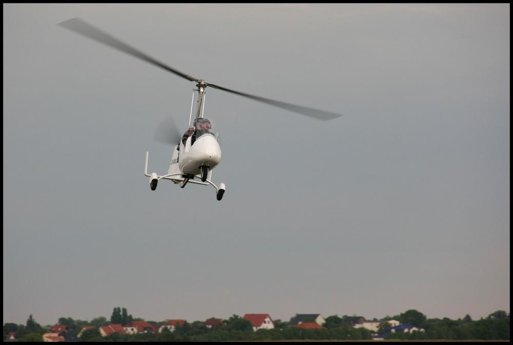 Gyrocopter over Elbestadt