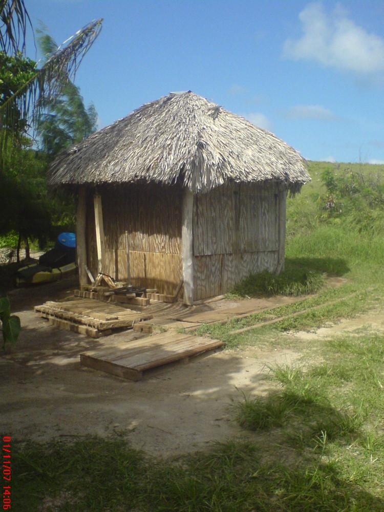 habitation de l'ile et ça c'est les toilettes communale