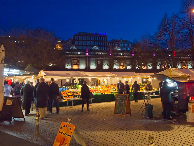 Hackescher Markt am Abend
