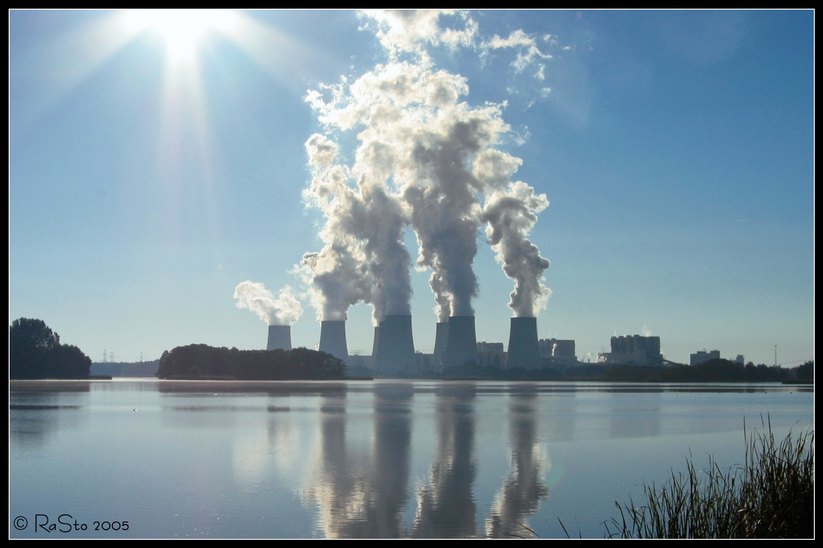 Hälterteich in Peitz mit Blick auf das Kraftwerk Jänschwalde