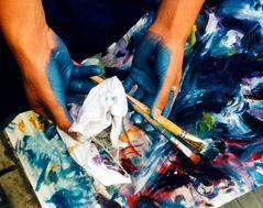 Hände einer Künstlerin