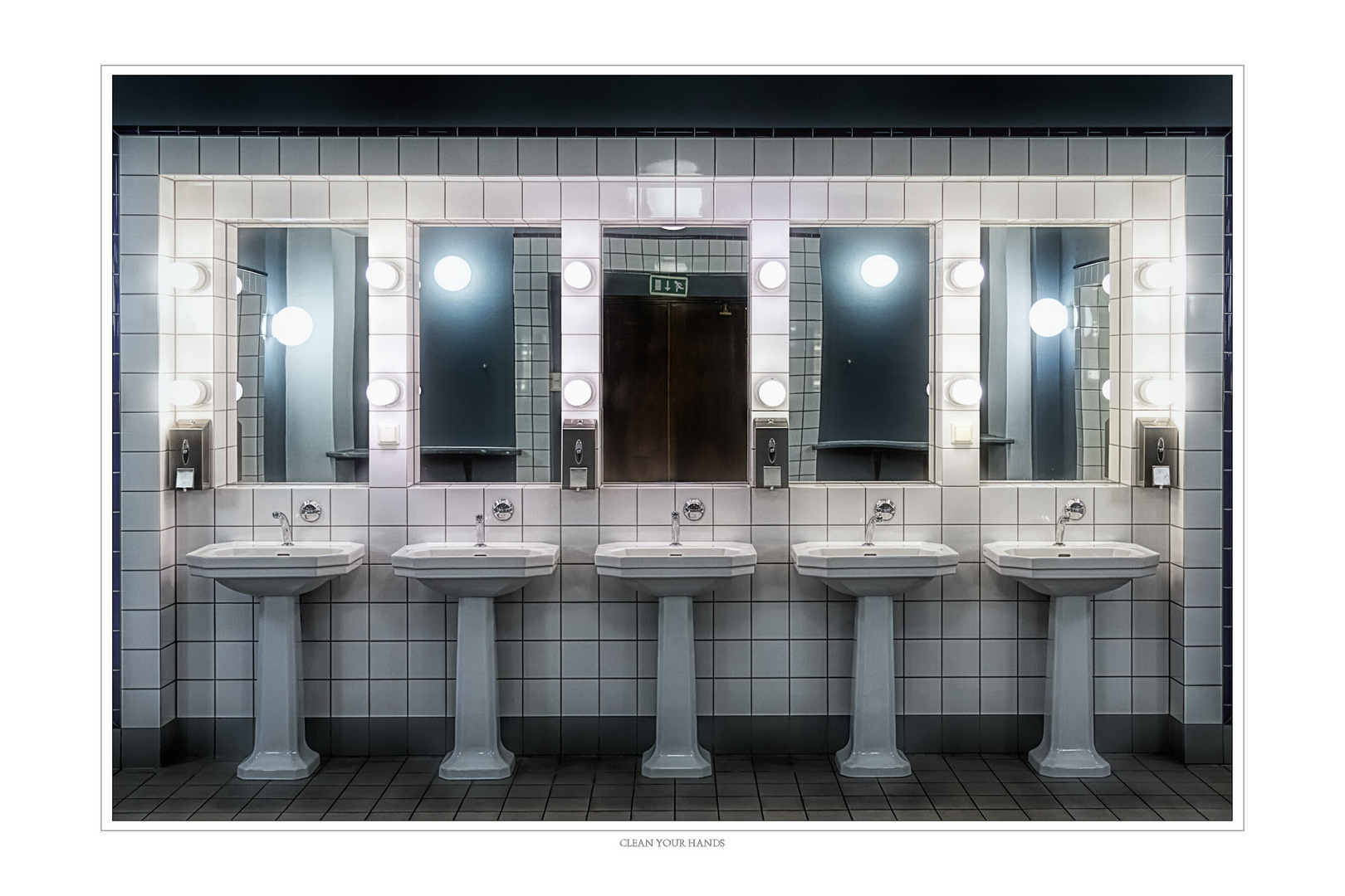 Hände Waschen Foto Bild Spiegel Toilette Waschbecken Bilder