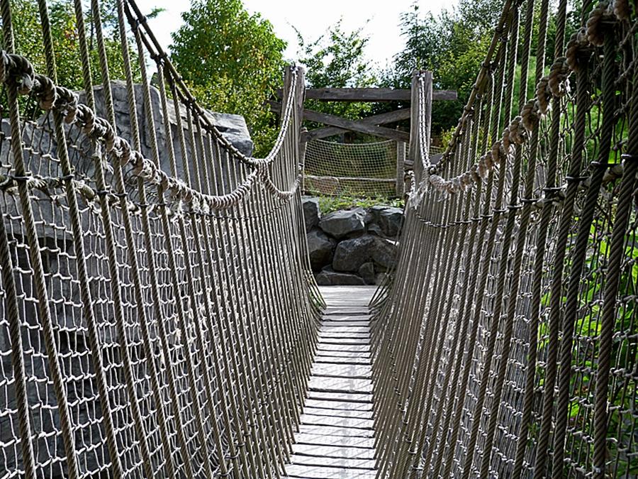 Hängebrücke . . .
