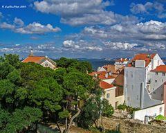 Häuser und Kirche Blick vom Miradouro de Santa Lucia