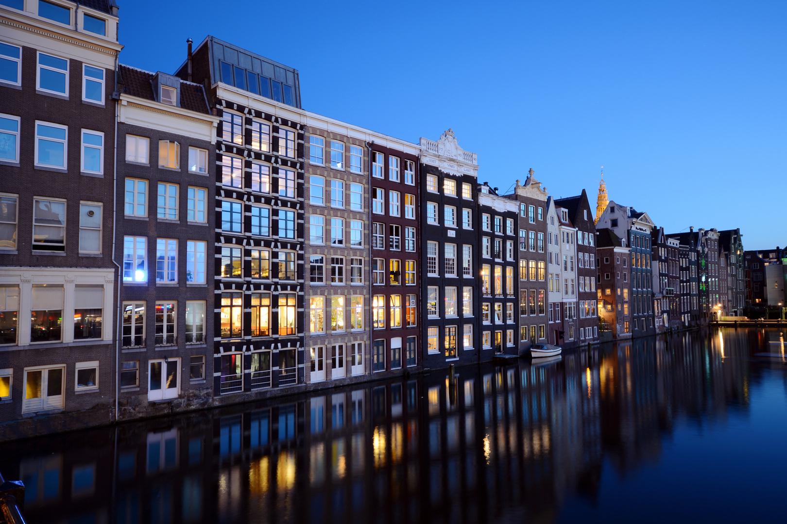 Häuser vor Gracht in Amsterdam