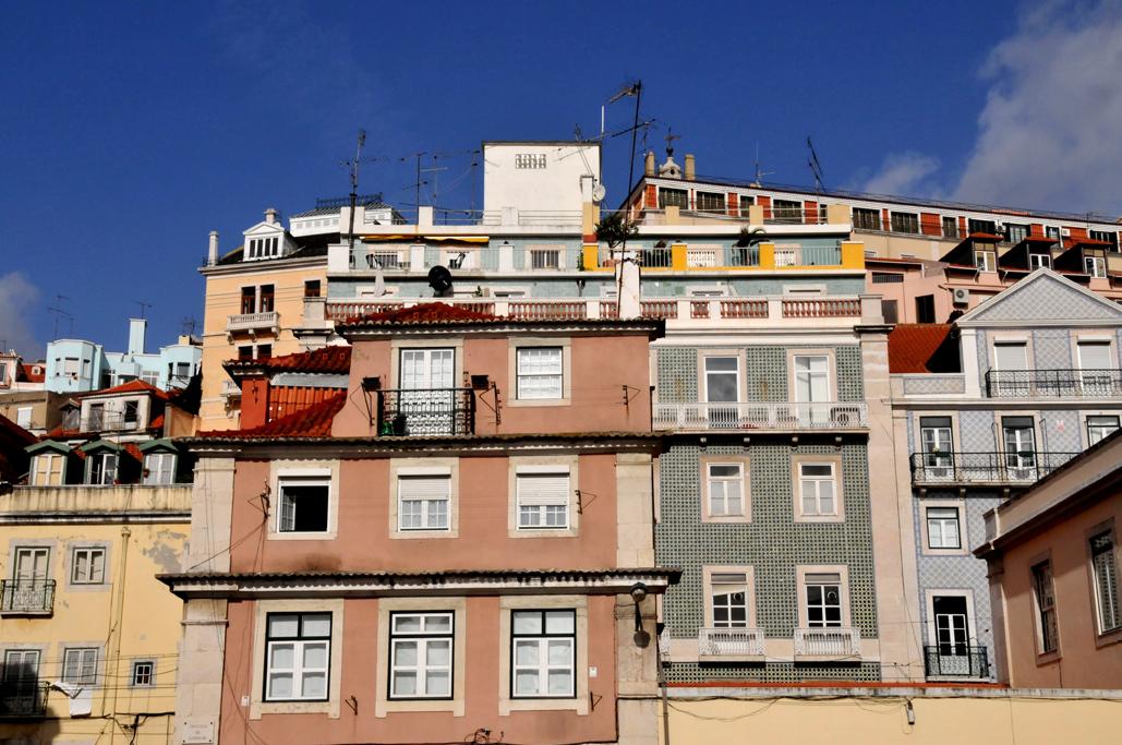 Häuserfront in Lisabon