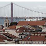 Häusergewimmel  mit Brücke