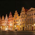 Häuserreihe mit Glühwürmchen :-)