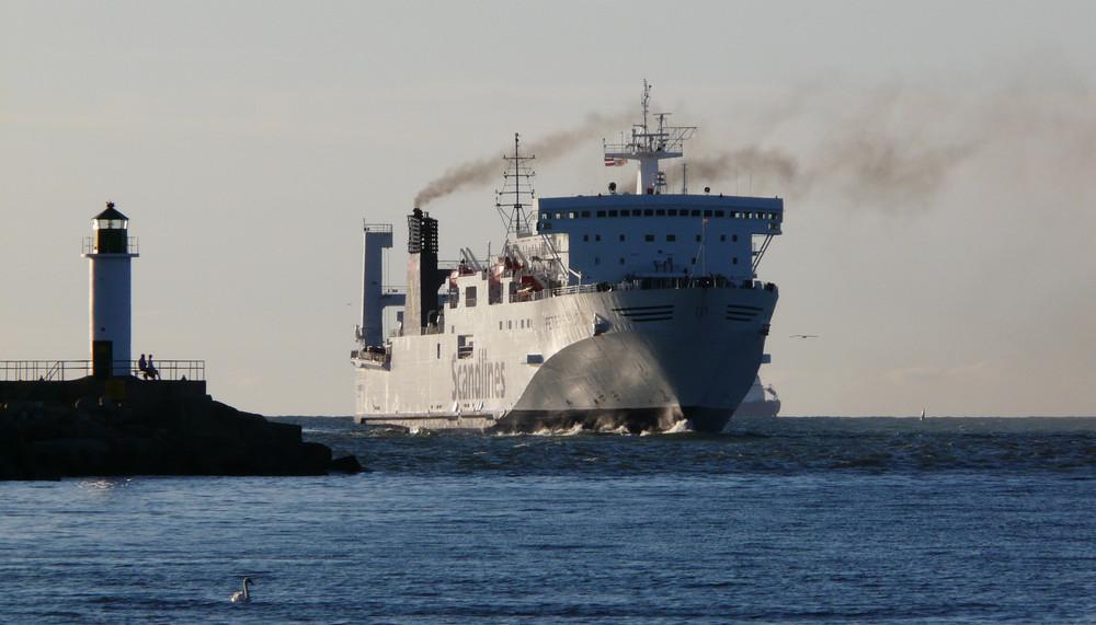 Hafen-Einfahrt unter Dampf