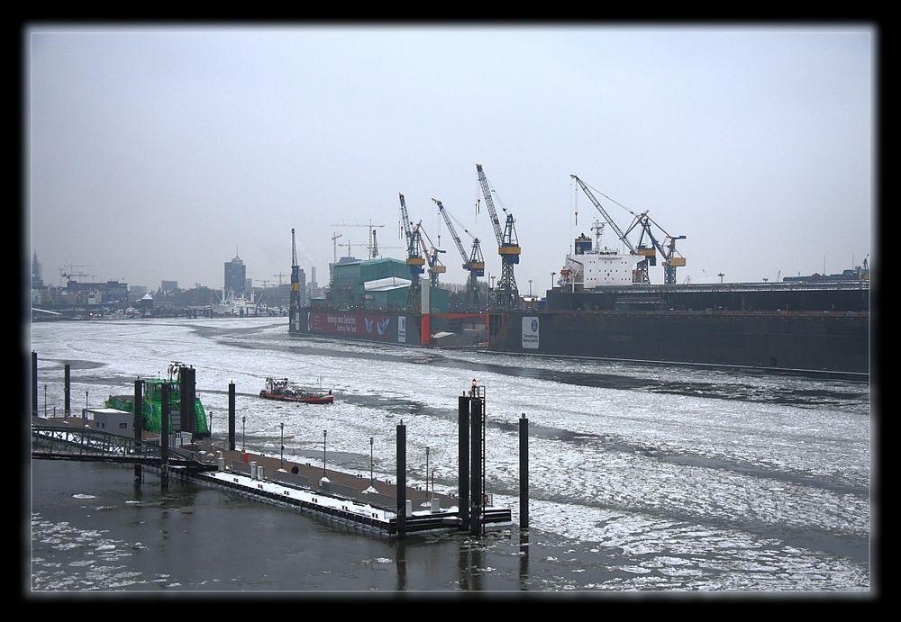 Hafen Hamburg im Februar