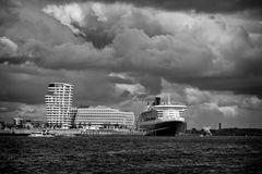 Hafen mit QM II