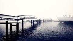 Hafen morgens im Nebel
