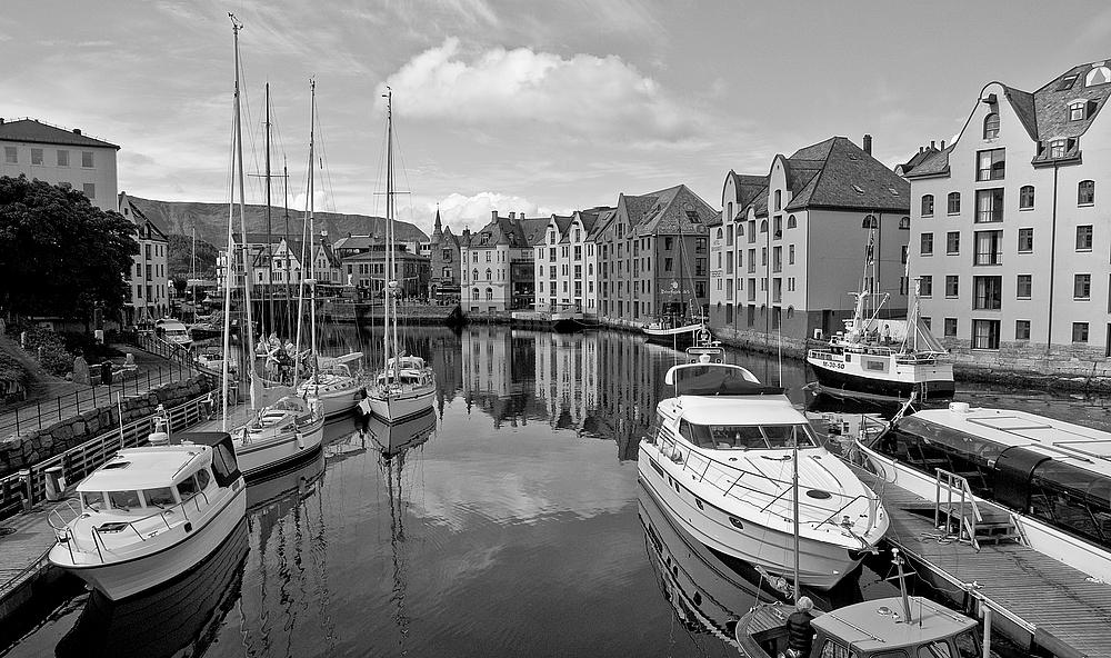 Hafen von Alesund (Norwegen)