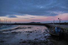 Hafen von Howth abends bei Ebbe