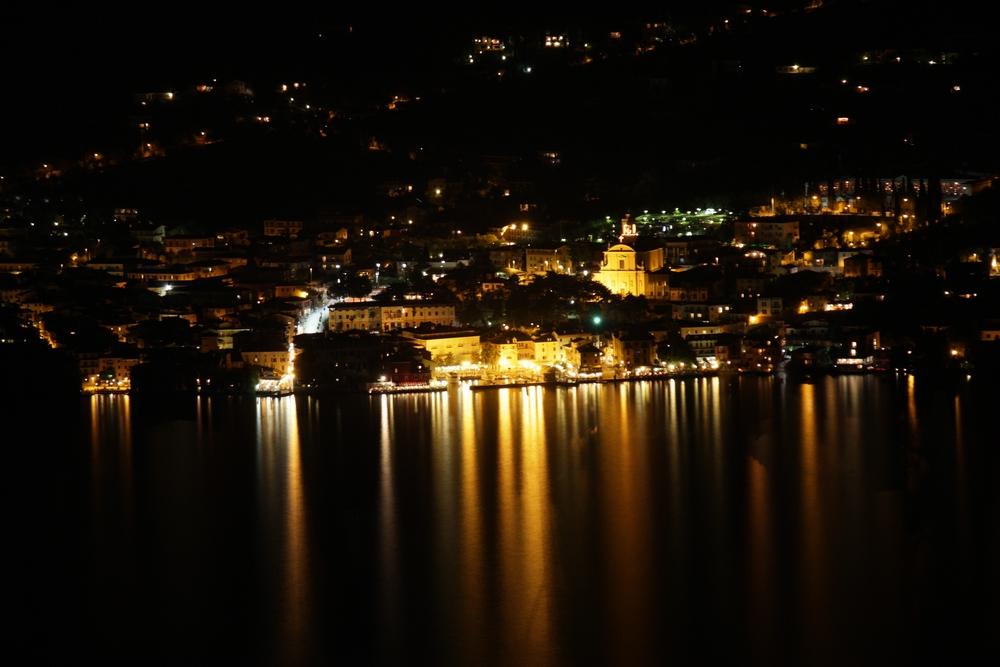 Hafen von Malcesine bei Nacht
