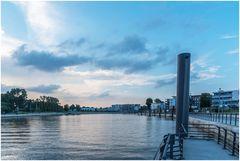 Hafen Wedel zur blauen Stunde