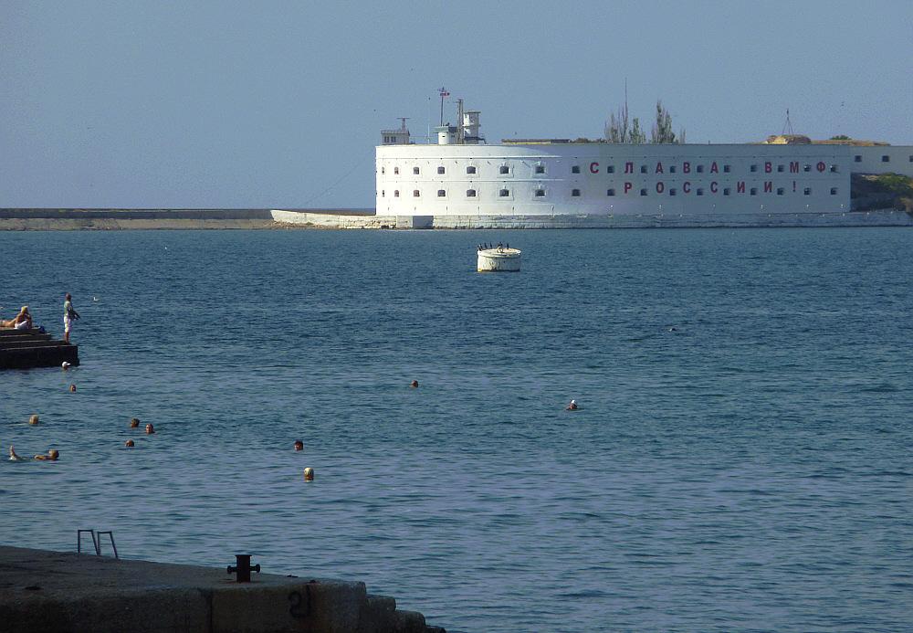 Hafeneinfahrt Sewastopol. Ob in Zukunft da.........