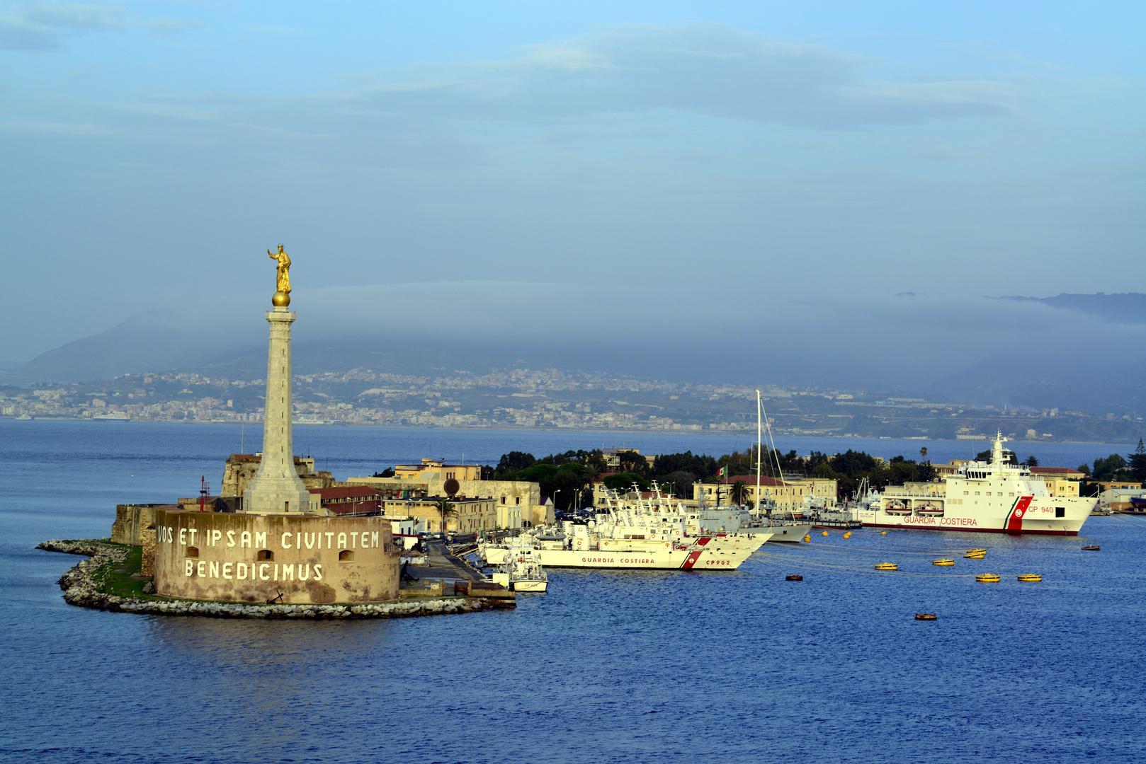 Hafeneinfahrt von Messina -Italien -