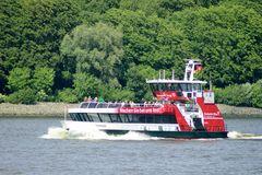 Hafenfähre an der Lotsenstation im Hamburger Hafen