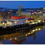 """Hafenimpression Bremerhaven am 15.6.2018 """" Blaue Stunde & Lichter &´Farben """""""