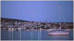 Hafenstimmung zur blauen Stunde