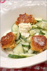 Haferflocken-Pflanzl mit Gurkensalat und Meerrettich-Dip