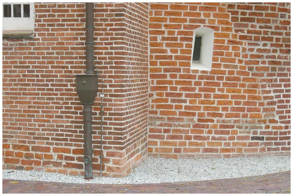 Hagioskop - Lepraspalte in der Kirche Midlum im Rheiderland