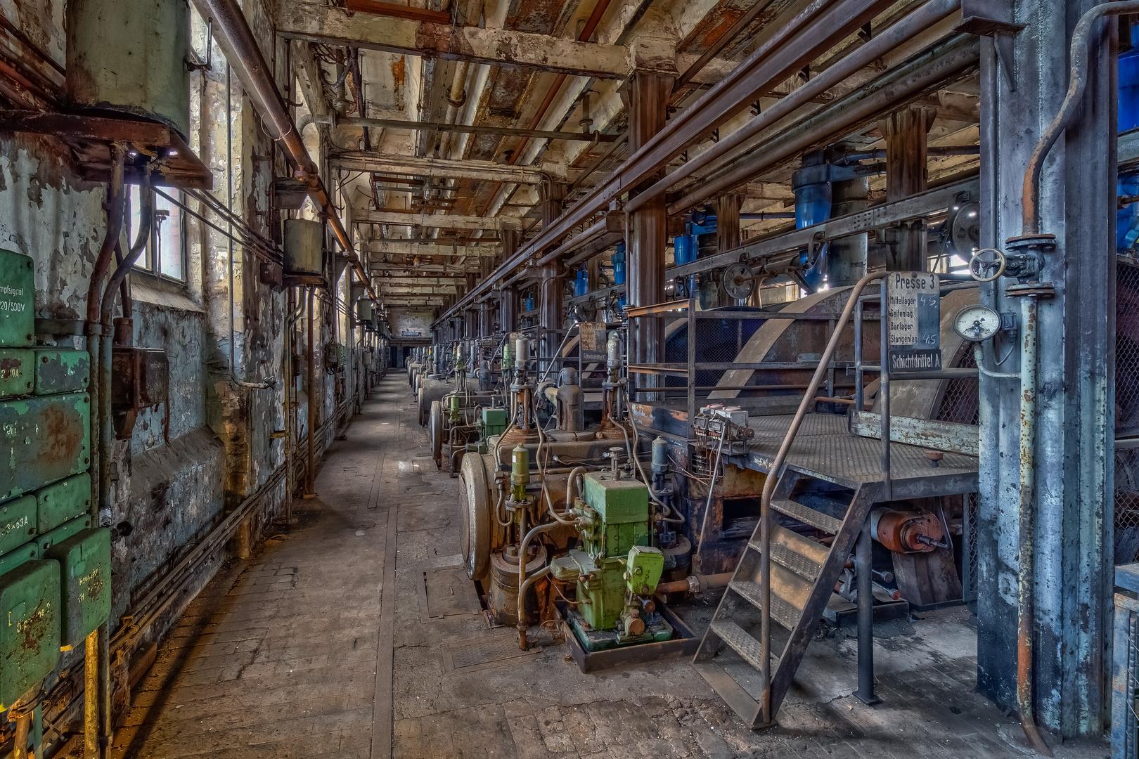 Halle mit ehemaliger Brikettproduktion