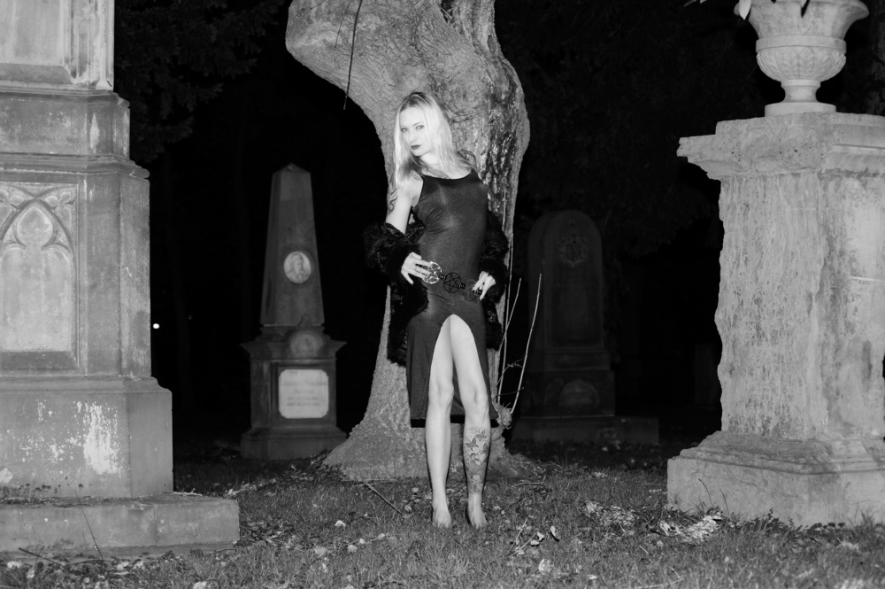 Halloween mit Miss Báthory #01