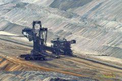 Hambach - Braunkohlentagebau - Bagger beim Abbau